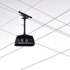 Un autre regard sur chamonix (BOILLON CHRISTOPHE) Tags: minimalisme nb aiguilledumidi cabine téléphérique chamonix france photoboillonchristophe contrejour cable monochrome