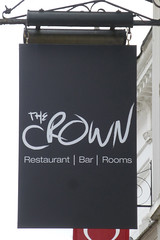 Crown, Woodbridge. (piktaker) Tags: suffolk pub inn bar tavern pubsign innsign publichouse crown woodbridge