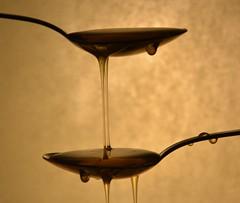 Esperimento 2 (controluce) (~Miel) Tags: experiment esperimento luce controluce contrast spoons cucchiai cucchiao spoon stilllife foodphotography food honey beginner principiante miele nikon nikond5200 18105