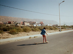 asphalt surfer (Gordan Sarson) Tags: imsouanebay morocco film35kodak200asacolorplusepx longboard longboarding