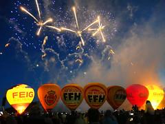 FFH-Night Glow (derhalbling) Tags: derhalbling kassel orangerie karlswiese karlsaue ffh nightglow feuerwerk fireworks nacht ballon