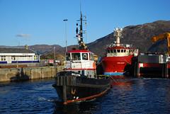 Knighton (Màrtainn) Tags: caollochaillse kyleoflochalsh taobhsiarrois westerross lochaillse lochalsh rossshire siorramachdrois alba scotland schottland ecosse шотландия skotlanti skottland szkocja scozia escocia broskos escòcia skotland schotland σκωτία skócia albain escócia scoţia iskoçya alban highlands gàidhealtachd bàta boat barca bateau boot лодка llancha txalupa bag varca skath battellu člun båd paat vene bote βάρκα csónak bátur bád laiva valtis кајче båt łódź barco barcă fanas balca чамац bárka ladja tug knighton