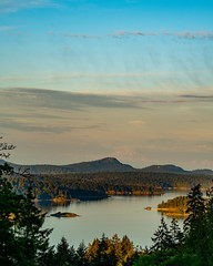 Sea, Island, Mountain (WestEndFoto) Tags: agenre natural seascapephotography bc bsubject flickr ocean queueparktravel queue saltspringisland naturephotography queueparkepnextinline canada dgeography flickrwestendfoto scape fother britishcolumbia ca