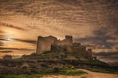 El cielo está enladrillado... (Amparo Hervella) Tags: zoritadeloscanes castillo guadalajara españa spain paisaje cielo nube naturaleza color largaexposición d7000 nikon nikond7000