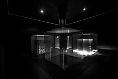 Lumière cubique... / Cubic light... (vedebe) Tags: lumière lumières noiretblanc netb nb bw monochrome art artcontemporain lignes spots provence france