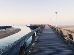 Aller au bout de nos envies... Normandie (fourmi_7) Tags: sable plage phare marcher bois planches jetée normandie mer
