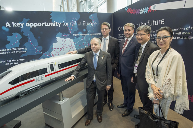 Jean Todt, Andreas Scheuer, Uldis Augulis, Young Tae Kim and Michelle Yeoh gather around the Deutsche Bahn Train
