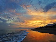 Reflejos del atardecer (Antonio Chacon) Tags: andalucia atardecer marbella málaga mar mediterráneo costadelsol cielo españa spain sunset nwn