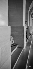 en passant par Versailles (Jack_from_Paris) Tags: l1011817bw leica m type 240 10770 leicaelmaritm28mmf28asph 11606 dng mode lightroom capture nx2 rangefinder télémétrique bw noiretblanc noir et blanc monochrom wide angle street château de versailles visite galerie arches marches stairs