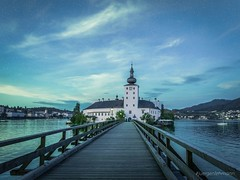 Keep On Dreaming (juergenlehmann) Tags: schlossort schlosshotelorth gmunden traunsee salzkammergut lake castle österreich oberösterreich austria upperaustria landscape landmark travel photography summer night sunset juergenlehmann jürgenlehmann sony alpha sonyalpha a77ii ilca77m2 sal1680z see church auroraborealis northernlights