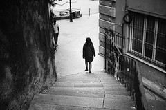 walk down (gato-gato-gato) Tags: 35mm asph iso400 ilford ls600 leica leicamp leicasummiluxm35mmf14 mp messsucher noritsu noritsuls600 schweiz strasse street streetphotographer streetphotography streettogs suisse summilux svizzera switzerland wetzlar zueri zuerich zurigo analog analogphotography aspherical believeinfilm black classic film filmisnotdead filmphotography flickr gatogatogato gatogatogatoch homedeveloped manual mechanicalperfection rangefinder streetphoto streetpic tobiasgaulkech white wwwgatogatogatoch genova liguria italien it manualfocus manuellerfokus manualmode schwarz weiss bw blanco negro monochrom monochrome blanc noir strase onthestreets mensch person human pedestrian fussgänger fusgänger passant