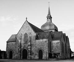 Eglise Notre-Dame de l'Assomption, Livré-sur-Changeon au soleil couchant, Bretagne (.urbanman.) Tags: eglise noiretblanc blackandwhite notredamedelassomption bretagne livrésurchangeon illeetvilaine