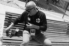 Un rollaet i un plis-play..... (davidgv60) Tags: david60 monocromo noir fujifilmxt10 black white blackwhite exterior monocromático caminando paseo sombras contraluz siluetas photos blanconegro ciudad urban foto calle street photodgv