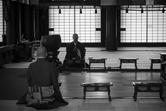 Chanting Monk (Patrick Vierthaler) Tags: japan kyoto buddhism buddhismus monk mönch chanting pure land jodo sect school jodoshu ritual daily 日本 京都 お坊さん 仏教 お経 念仏 称える 姿 浄土宗 日常 chionji hyakumanben 知恩寺 百万遍