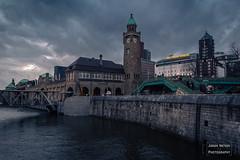 Pegelturm St. Pauli-Landungsbrücken (Mr. Kurzschluss) Tags: silvester pegelturm hamburg landungsbrücken stpauli neujahr