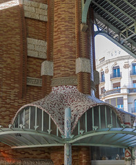Go to your corner (Adaptabilly) Tags: shadow market spain mercadodecolón valència ceiling shopping decoration architecture interior window building lumixgx7 travel curved europe