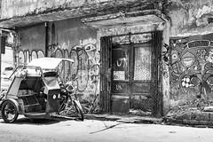 Home sweet home (frank.gronau) Tags: manila philippinen white black weis schwarz motorbike motorrad street alpha sony gronau frank