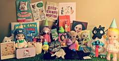 Birthday Swag Unwrapped (Lawdeda ❤) Tags: happy birthday may 8th 2018 swag loot doll toy fun friends alice scarf umbrella flamingo girl cat groot beetlejuice