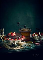 Tarta de mousse de chocolate y fresas (Soniaif) Tags: chocolate fresas negro rojo tarta vintage strawberries black red cake foodphotography foodporn fotografíaculinaria repostería