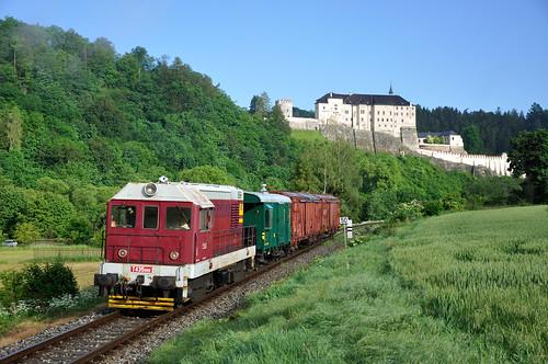 JM T435.099 met goederentrein, Český Šternberk, 10-06-2017