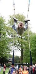 2018 Koningsdag (Steenvoorde Leen - 14.8ml views) Tags: acrobatiek trapeze girl teen 2018 doorn utrechtseheuvelrug king verjaardag netherlands hollanda huis haus feest fest people mensen visitors vrijmarkt gymnastiek