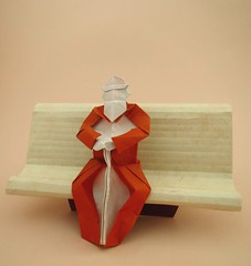 Vieil homme sur un banc (lucienderainne) Tags: vieil homme pliage origami