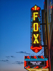 Fox Theatre, 28 Apr 2018 (photography.by.ROEVER) Tags: aprilroadtrip roadtrip vacation trip kansas kansasroadtrip april 2018 april2018 renocounty hutchinson neonsign sign theatre foxtheatre foxtheatresign dusk evening aftersunset usa