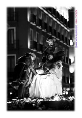 Va a ser por poco tiempo (Chema Concellón) Tags: chemaconcellón semanasanta hollyweek easter valladolid valladolidcofrade castilla castillayleón españa spain europa europe blancoynegro blackandwhite 2012 fotógrafo fotografía procesión cofradía penitencial piedad nuestraseñoradelapiedad nocturno