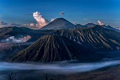Mount Semeru and Bromo sunsrise (kuuan) Tags: indonesia mf minolta rokkor mrokkorf240mm leica f2 40mm 240 f240mm minoltamrokkor mrokkor apsc nex5n bromo bromonationalpark bromotenggersemerunationalpark semeru sunrise vulcano jawa eastjawa sonynex5n caldera tengger java