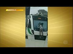 Homem é preso após se pendurar na parte de traz de um trem em movimento (portalminas) Tags: homem é preso após se pendurar na parte de traz um trem em movimento
