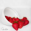 Bol fruitier (www.sophiethibault.ca) Tags: proxy fraises avril fruits strawberries 2018 macro nourriture