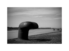 Pour s'amarrer solidement à la vie... (Laurent TIERNY) Tags: mer port quai