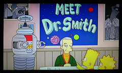 Meet Dr Smith and B9 The Robot - The Simpsons 1501 (Brechtbug) Tags: meet dr smith the simpsons jonathan harris aka doctor dick tufeld voicing b9 robot from 1960s television scifi series lost in space animation bimonscificon convention new jersey springfield 1965 tv show portraits portrait jonathen zachary screen grab screengrab simpson matt groening fox 2018 nyc cartoon character yellow figures family comedy funny doh d oh mayored mob 9th episode 10th season 1998 december 122098