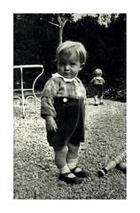 i gemelli a Vicenza - maggio 1936 (dindolina) Tags: photo fotografia blackandwhite bw biancoenero monochrome monocromo sepia seppia family famiglia history storia gemelli twins italy italia veneto vicenza vignato 1936 1930s annitrenta thirties vintage birilli skittles toy