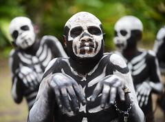 Skelefon boys (pguiraud) Tags: sergeguiraud jabiruprod papouasie papua papouasienouvelleguinée skelefonboys singsing