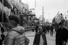(Gi_shi) Tags: nikon nikonitalia iamnikon nikonfm2 bn bnw bw biancoenero film analogica analogic 35mm lunapark people street photography rollei rpx400