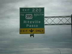 I-90 West/US-395 South - Exit 220 (sagebrushgis) Tags: us395 i90 ritzville washington sign freewayjunction overhead intersection biggreensign