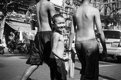 Smile :-) (frank.gronau) Tags: white black weis schwarz smile smiley philippine manila kinder kids strase street alpha sony gronau frank