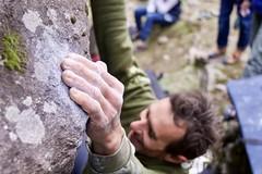 Tiens bon la rampe (benjamin urbain) Tags: escalade climbing rocher roc boulder bloc prise mains sport nature extérieur madonedefenestre d3300