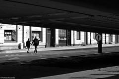 Zakaz singlowania - Chorzów 2016 (Tomek Szczyrba) Tags: prohibition sign zakaz znak people ludzie chorzów polska poland bw monochrome city town miasto ulica street streetphoto photo silhouette sylwetka