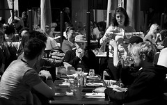 Vue partielle de la Place Saint-Georges, Toulouse, France. (heraldeixample) Tags: heraldeixample tolosa toulouse occitania occitanie languedoc llenguadoc lenguadoc frança france francia arquitectura architecture architekture pensaernïaeth 架构 arkitektur architettura สถาปัตยกรรม arkitettura gent người people leute gens persone gente pessoas 人们 lesgens 人 dona woman mujer frau femme fenyw bean donna mulher femeie 女人 kadın женщина หญิง boireannach kobieta albertdelahoz