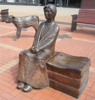 Burnley, Lancashire ==  clog wearing Mill girl and calf bronze statues