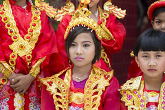 DSC03286 (jeffreyng photography) Tags: မဟာမုနိဘုရားကြီး 馬哈木尼寺院 mahamunibuddhatemple 曼德勒 manadalay myanmar trip travel travelling ပုဂံမြို့သစ် 緬甸 childrens red