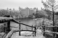 Peace by the lake (Sunfrontier) Tags: newyork landscape architecture blackandwhite nature timeless mohonkhouse newpaltz