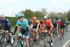 Peloton leaving Skidby (Steve Dawson.) Tags: tourdeyorkshire cycle race bikes peloton teams stage1 beverleytodoncaster skidby yorkshire england uk canoneos50d canon eos 50d ef28135mmf3556isusm ef28135mm f3556 is usm 3rd may 2018