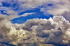 Nous sommes le temps (Ciceruacchio) Tags: clouds nuages nuvole sky ciel cielo light evening lumière luce time temps tempo nostalgy nostalgia memory memoria consciousness conscience coscienza identity identité identità mystery mystère mistero blue blu bleu carlorovelli nikon groupenuagesetciel