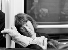 Sweet Dreams (Streetphotograph.de) Tags: dreaming dreams sleeping subway frau women lady beauty leonegraph streetphotographer streetphotography story urban spontan spontanious candid unposed human street 2018 europe germany deutschland city stadt monochrome bw blanco negro bn sw schwarz weis black white panasonicgx80 panasonic1235mmf28 mft microfourthirds hannover hanover