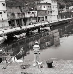 (Ah - Wei) Tags: bronica 120 6x6 medium shanghaigp3 film taiwan people sea
