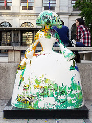 "Menina ""La vida es un sueño"", de Domingo Zapata (Madrid) (Juan Alcor) Tags: lavidaesunsueño domingozapata callesantaisabel meninasmadridgallery madrid menina meninas españa spain"