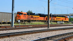 BNSF - Dallas (Jungle Jack Movements (ferroequinologist)) Tags: burlington northern santa fe pair 6430 8975 margaret hunt hill bridge dallas usa united states american dealey plaza jfk grassy knoll union station locomotive loco locos power grunt performance diesel electric rail railway railroad rails line bogie engineer train engine appliance kw traction run freight load pull gunzel gunzelling gunzeller transit authority 列車 培养 la traîne die eisenbahn treno el tren электровоз 内燃机车 set platform pickup carriage trip stabled ballast class livery texas lone star